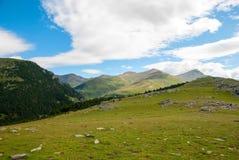 Regardez au-dessus des montagnes de Pyrénées, Espagne Images stock