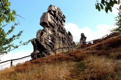 Regardez au mur Teufelsmauer de ` de diables près de Weddersleben Image stock