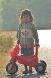 Regardez d'une petite fille laotienne Image libre de droits