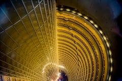 À l'intérieur de la Jin-Mao-Tour Changhaï, la Chine Photos stock