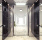 Regardez de l'ascenseur au couloir avec des appartements Photos stock