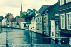 Regardez en bas de la rivière Photo stock