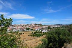 Regardez le jof la ville et les terres cultivables, Silves, Portugal Photo libre de droits