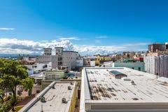 Regardez les dessus de toit de San Juan de Castillo De San Cristobal Photographie stock