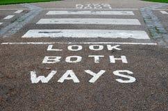 Regardez les deux voies Image libre de droits