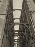Regardez par la vieille allée néerlandaise photos libres de droits