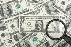 Regardez par une loupe sur l'argent Photo libre de droits
