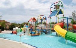 Regardez sur le parc de l'aqua des enfants dans l'hôtel de première qualité dans le reso latéral Image libre de droits