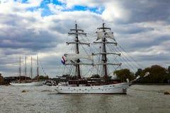 Regata alta de las naves de la cita Greenwich 2017 el río Támesis Imagen de archivo libre de regalías