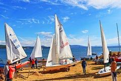 Regata Bulgária dos barcos de navigação do lago Iskar Fotografia de Stock