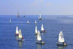 Regata de los barcos de navegación de las adolescencias Fotos de archivo libres de regalías