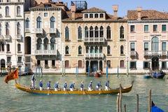 Regata Storica historisk regatta I Venedig Italien Arkivfoto