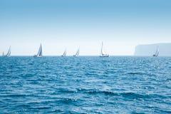 Regatta della vela delle barche con le barche a vela nel Mediterraneo Fotografie Stock Libere da Diritti