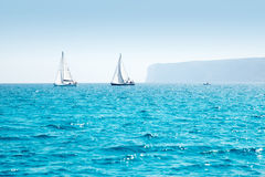 Regatta della vela delle barche con le barche a vela nel Mediterraneo Immagini Stock