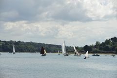 Regattas of la roche jaune 1. Regattas of la roche jaune on the Jaudy Plouguiel.Des old and modern sailboats regatta each in their category.Cela takes place on Stock Images