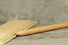 Regel och blyertspenna Arkivbilder