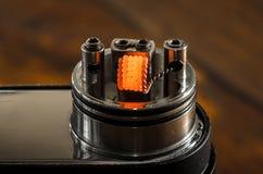 Regelbare elektronische sigaret, niet carcinogeen alternatief voor het roken Stock Foto's