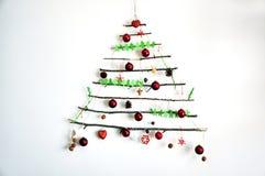 Regeling van de aard de vriendschappelijke creatieve Kerstboom Stock Fotografie