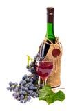 Regeling van druiven met een fles wijn en gl Stock Foto's