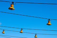 Regelmäßige, gelbe Lampen Lizenzfreie Stockbilder