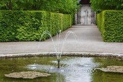 Regelmatig park (Les Jardins d'Annevoie) stock fotografie