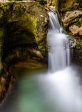Regelmatig stromende stroom van water royalty-vrije stock afbeelding