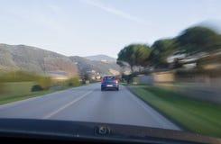 Regelmatig verkeer in een weg royalty-vrije stock afbeeldingen