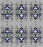 Regelmatige gevoelige ornamenten donkergrijs en zwart met lilac en donkerblauwe elementen op zilveren grijs Stock Afbeeldingen