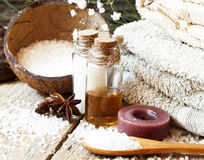 Regelung der ätherischen Öle des Badekurort-Setting.Aromatherapy Lizenzfreie Stockfotografie