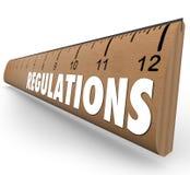 Regelungen fassen hölzerne Machthaber-Maß-Regel-Richtlinien ab Stockfoto