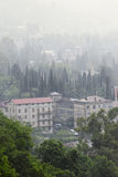 Regen über altem Gagra Stockfoto
