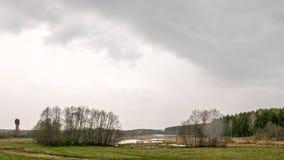 Regen über dem See Lizenzfreie Stockfotografie
