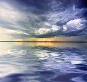 Regen über Meer Lizenzfreie Stockfotografie