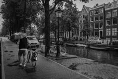 Regen in Amsterdam lizenzfreie stockbilder