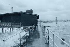 Regen auf dem Dock Stockfotografie