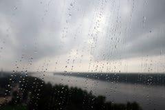 Regen auf dem Fenster Stockbilder