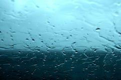 Regen auf dem Glas Stockbild
