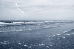 Regen auf dem Meer Stockbild