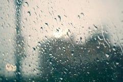 Regen auf Fenster Stockfoto