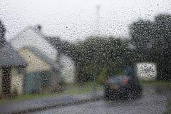 Regen auf Fenster stockbilder