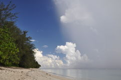 Regen auf Rarotonga, Koch-Inseln Stockfotos
