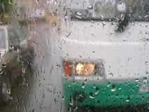 Regen in de stad stock afbeeldingen
