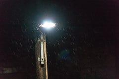 Regen fällt nachts, nach einem schönen Tag, den ein Sturm zu Saloniki-Stadt kam lizenzfreie stockfotos