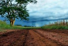 Regen in het eind van de weg Stock Foto