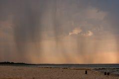 Regen im Abstand stockfotografie