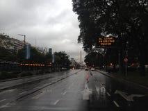Regen op de weg stock foto's