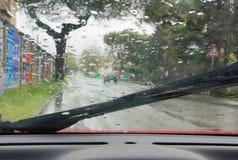 Regen op de weg Stock Afbeeldingen