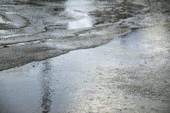 Regen op gestopte asfaltweg royalty-vrije stock foto