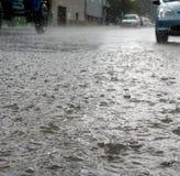 Regen op straatdetail stock afbeelding