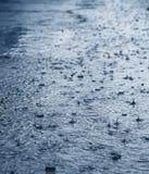 Regen op straatmacro Royalty-vrije Stock Foto's